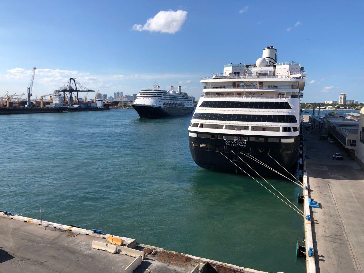 Los cruceros Zaandam y Rotterdam ya atracaron en Puerto Everglades, al norte de Miami.