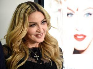 Madonna, curada de coronavirus, se pasea en moto por Lisboa