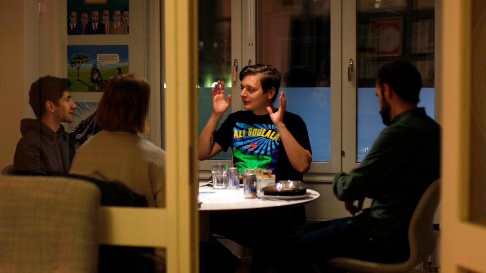 """Las polémicas reuniones """"solo para hombres"""" para hablar de igualdad de género en Suecia"""
