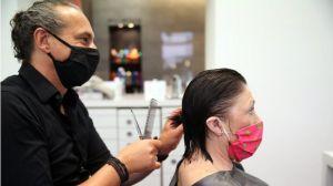 Reabren peluquerías en varios países de Europa… ¿sin secador de cabello?