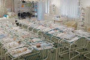 Coronavirus: Los bebés nacidos por gestación subrogada varados en un hotel en Ucrania