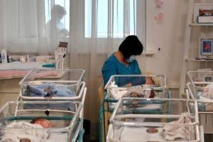 Pareja argentina recurrió a gestación subrogada, su bebé está varado en un hotel de Ucrania