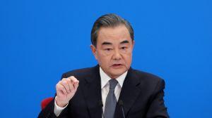 """China advierte a EEUU de riesgo de una """"nueva Guerra Fría"""" por acusaciones sobre origen de coronavirus"""