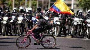"""""""Si no nos mata el coronavirus, lo hará el gobierno"""", advierten ecuatorianos durante protestas"""