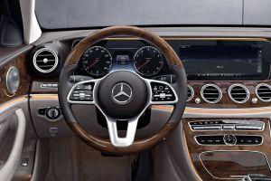 Mercedes-Benz estrena nueva generación de volantes dotados de alta tecnología