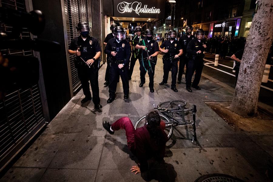 Más de 400 personas fueron arrestadas por disturbios en el centro de Los Ángeles