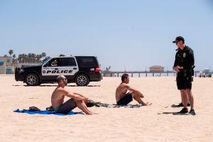 Las playas de Seal Beach, Huntington Beach y Dana Point están abiertas después de la polémica clausura