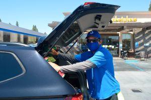 Miles de hispanos en Los Ángeles vuelven a sus puestos de trabajo con la reapertura de los autolavados