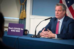 ¡Increíble! Alcalde de Nueva York no se ha hecho ni un examen COVID-19 pese a visitar pacientes y recorrer la ciudad