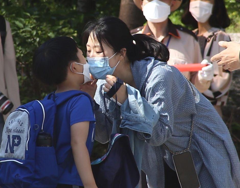 El país que abrió las escuelas, y las cerró días después para evitar un rebrote de coronavirus