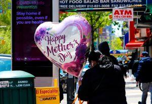 Cuáles son las mejores aplicaciones móviles para enviar dinero el Día de las Madres