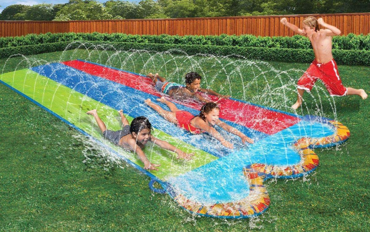 Los mejores deslizadores de agua para que tu y tu familia se diviertan en el patio durante la cuarentena