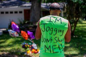 Difunden nuevo video sobre el caso del joven negro al que dos blancos dispararon mientras trotaba
