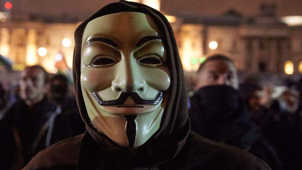 Anonymous advierte que no confían en la policía de Estados Unidos.
