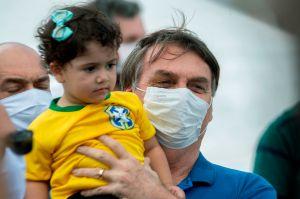 Nuevo desafío de Bolsonaro: acude con 11 ministros a marcha a su favor