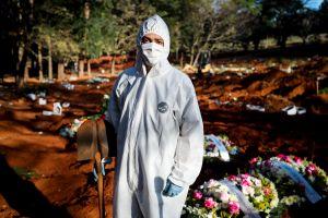 ¡62 entierros en 12 horas! La agotadora jornada de un sepulturero en Sao Paulo