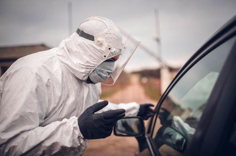 Desinfectar tu auto de manera regular ayudará a mantenerte a salvo frente a la pandemia de COVID-19.