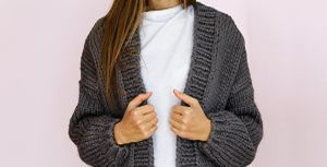 5 estilos de cardigans con los que puedes convertir un look informal en casual en solo segundos