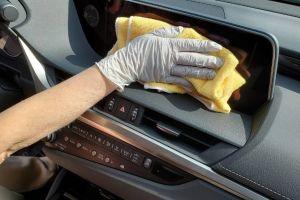 Qué productos puedes usar para desinfectar tu auto y cuáles debes evitar