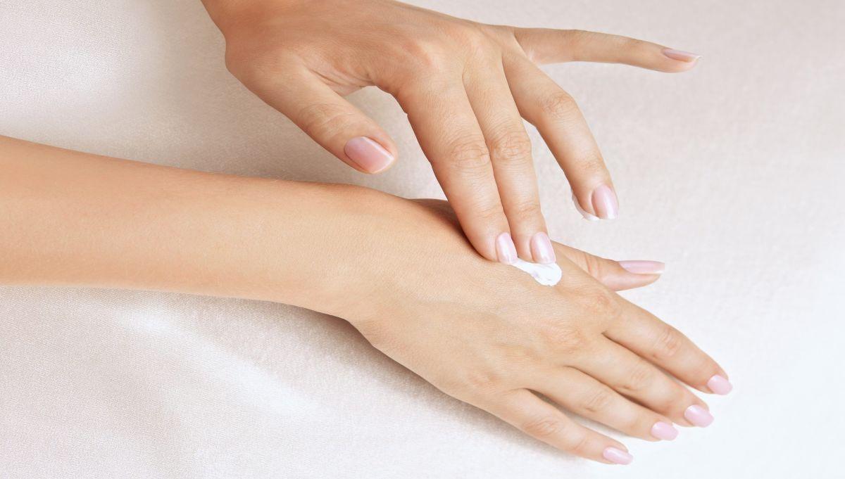 ¿Por qué es importante usar cremas humectantes con regularidad?