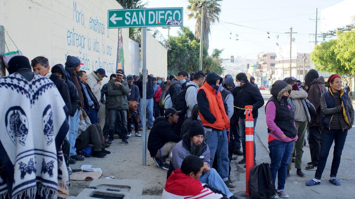 Incrementa la desesperación entre los inmigrantes en la frontera