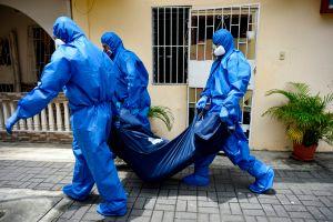 Ecuador: escándalo en compra de bolsas para cadáveres a sobreprecio