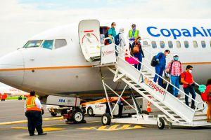 Primer vuelo con repatriados llega a El Salvador
