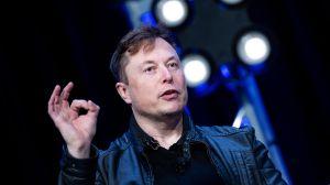 Elon Musk tuitea y caen las acciones de Tesla