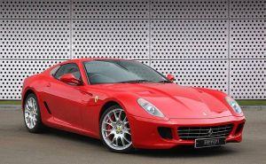 Mercedes, Corvette y hasta un lujoso Ferrari: estos son algunos de los autos de colección de Michael Jordan