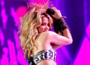 Con leotardo ochentero y medias de red, Shakira luce al máximo su retaguardia