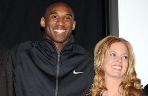 """Mensajes del más allá: Propietaria de los Lakers siente que Kobe Bryant le ha transmitido en sueños que """"está bien"""""""
