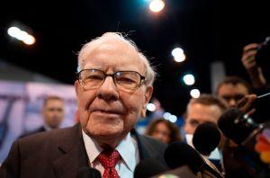 """""""Les deseo lo mejor"""": Warren Buffett tira la toalla y vende todas sus acciones de AA, United, Southwest y Delta"""