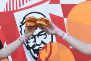 KFC se aprovecha de la crisis de coronavirus y se prepara para lanzar un nuevo sándwich
