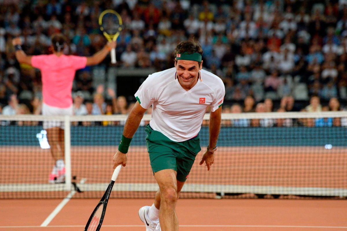 Roger Federer celebrando un punto ante Rafael Nadal.