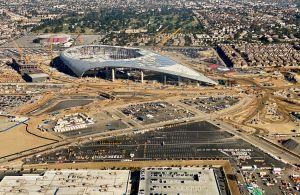 Trabajador muere al caer desde el techo del SoFi Stadium de Inglewood