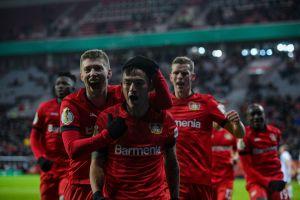 """Chileno Charles Aranguiz superó a """"Chicharito"""" Hernández como el mejor jugador en la historia del Bayer Leverkusen"""