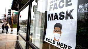 Lo acusan de acaparar miles de mascarillas y venderlas hasta en $25 dólares cada una