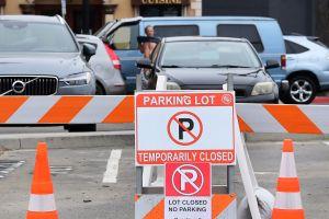 Newport Beach permitirá que los comercios y los templos se expandan hacia áreas al aire libre públicas o privadas