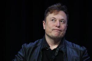 Elon Musk niega haber hecho un trío con Amber Heard y Cara Delevingne