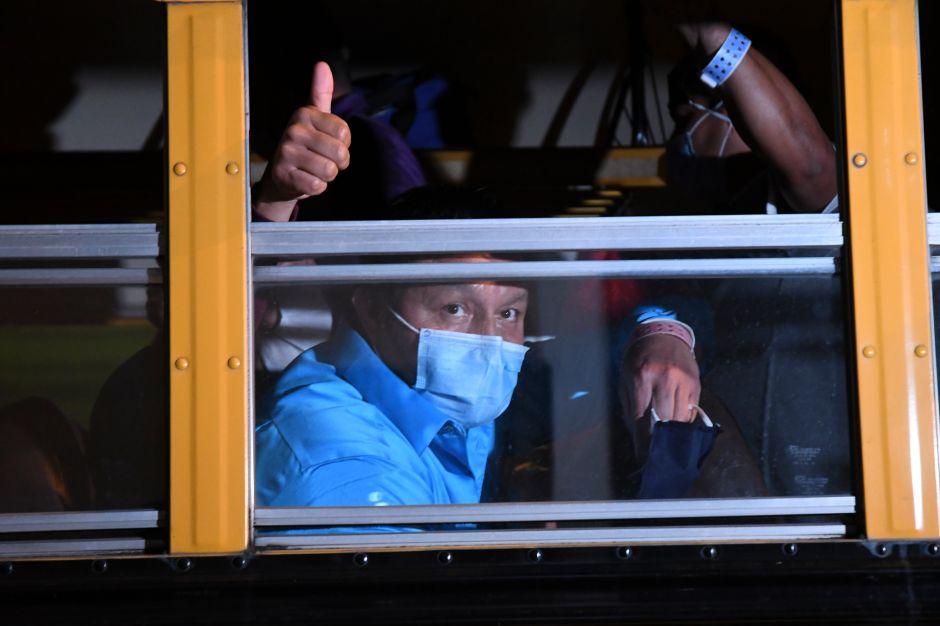 """EE.UU. reconoce la """"desafortunada"""" deportación de cientos de inmigrantes con coronavirus a Guatemala"""