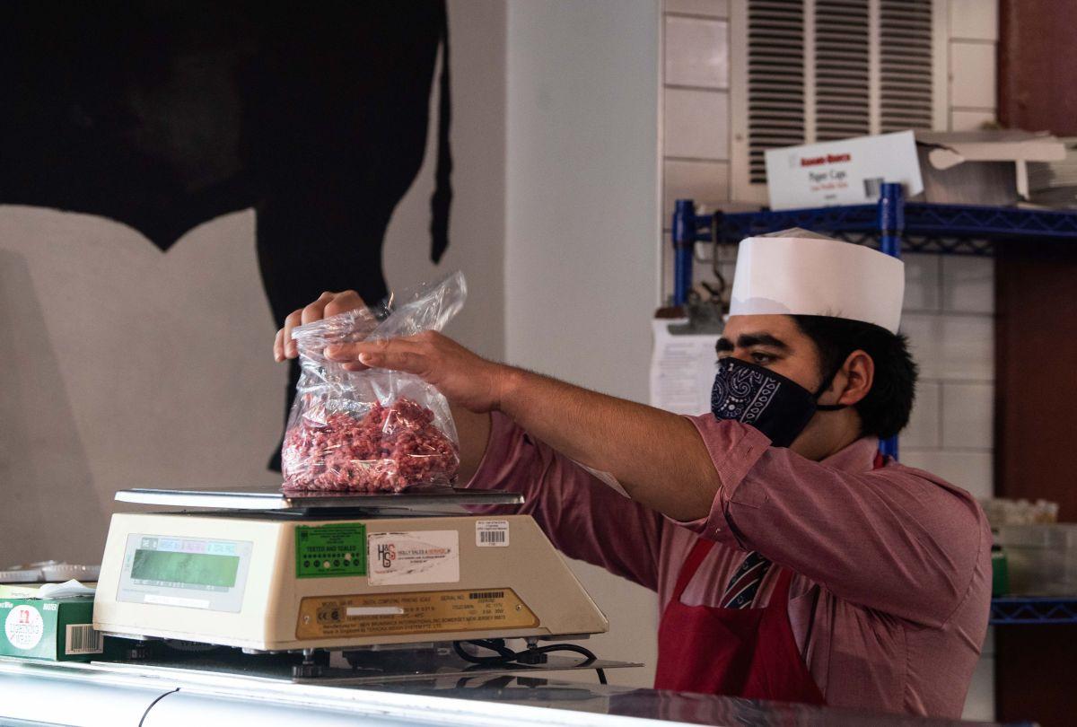 El 22% de los empleados en suministro de alimentos son inmigrantes.