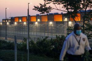 Más de 2,000 inmigrantes en centros de detención tienen coronavirus. Pero la cifra podría empeorar