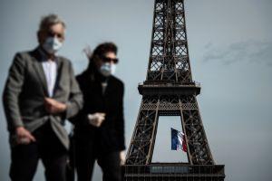 Video que muestra las monumentales filas durante la reapertura de tiendas en Francia se hace viral