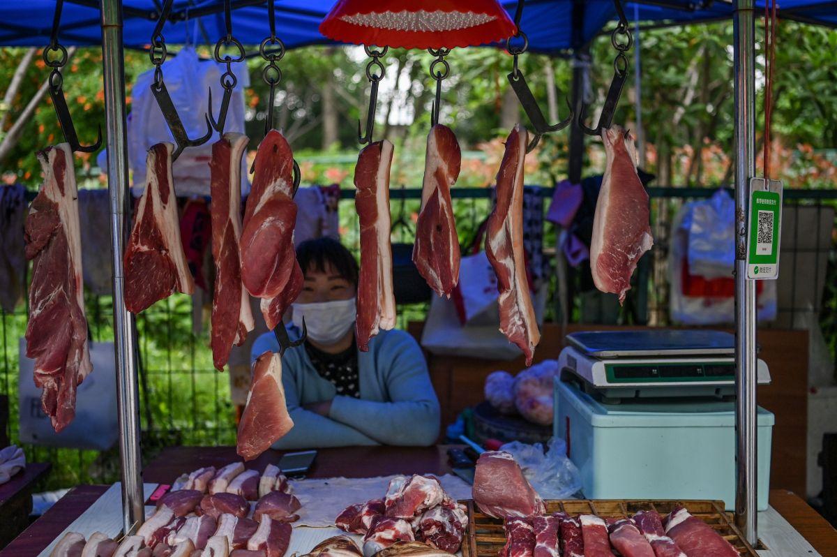 Mercado de Wuhan vuelve a operar sin control sanitario