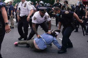 Alcalde de Nueva York llama a la calma después de otro día de protestas por la muerte de George Floyd