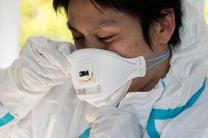 El creador de las mascarillas N95 interrumpe su jubilación para buscar un método para reutilizarlas