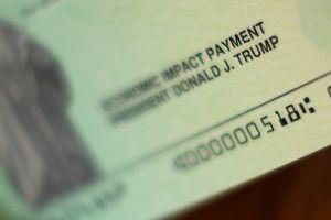 El cheque de estímulo de $1,200 dólares enviado a personas que fallecieron debe ser devuelto, señala el sitio web de IRS