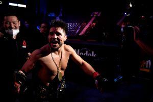 UFC 249: Henry Cejudo defiende su título con éxito y luego sorprende al anunciar que se retira