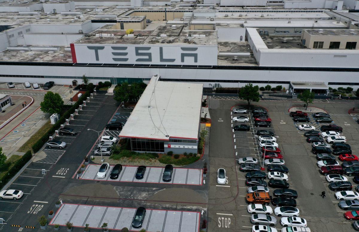 """California permite a Tesla reabrir su planta de Fremont con la condición de realizar """"operaciones mínimas"""""""