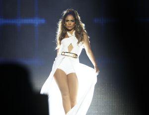 Con vestidos, bikinis y trajes: Las veces que Jennifer Lopez ha deslumbrado en looks blancos